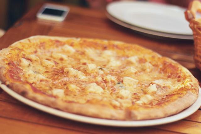 https://restaurante.tumenuweb.com/wp-content/themes/gloriafood-restaurant/assets/starter/food-delivery.jpg